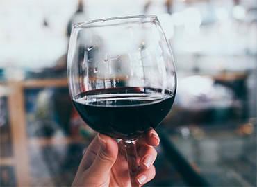 Вскоре может уменьшиться сумма сбора на алкоголь в заведениях общепита